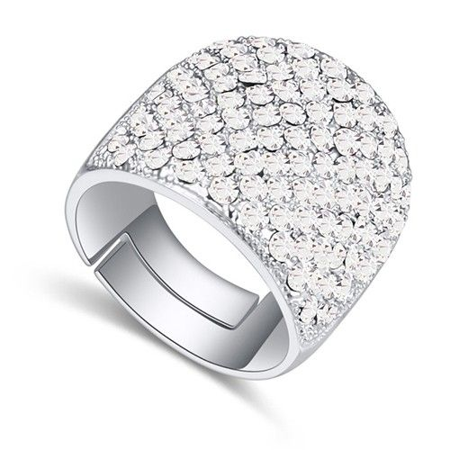 $10,38 Party time Swarovski crystal cocktail ring - Yohanna Jewelry Wholesale. BEST PRICE: Directly in the jewelry factory. VAT-free shopping: Available, partners based in the European Union, only applies to EU tax identification number (UID). Exclusive design SWAROVSKI crystals and AAA Zircon crystal engagement rings, wedding & bridal rings, cocktail party rings.