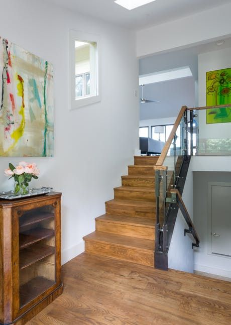 https://deringhall.com/daily-features/contributors/dering-hall/35-stairwell-decorating-ideas?slide=12