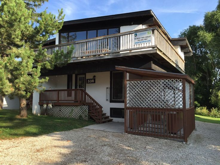"""6 bdrm, hot tub, BBQ, Sauna and PRIVATE BEACH ACCESS. •Fully equipped kitchen •40 """" HDTV •2 washrooms •Wood burning fireplace •SAUNA  •PING PONG TABLE •Larg..."""