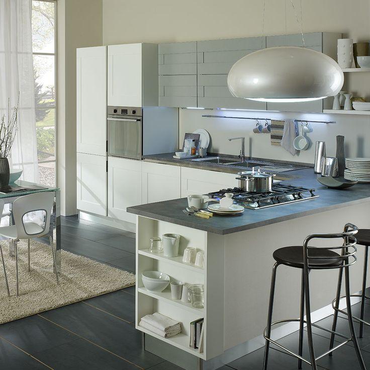 Mobilierul Greta înnobilează spațiul dedicat gătitului. Designul contemporan, curat și organizat al corpurilor asigură funcționalitatea și utilitatea acestei game. Compartimentarea este realizată în așa fel încât să ai totul la îndemână.