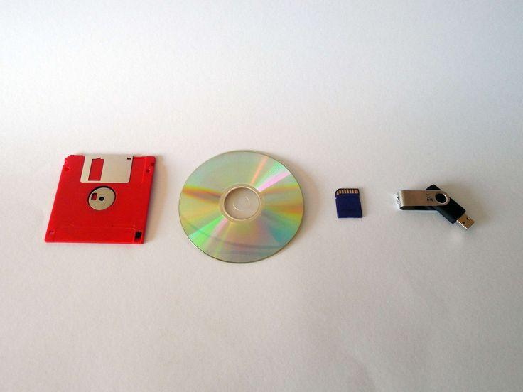 #cd #data #dvd #floppy disk #memory #memory card #memory chip #storage medium #usb