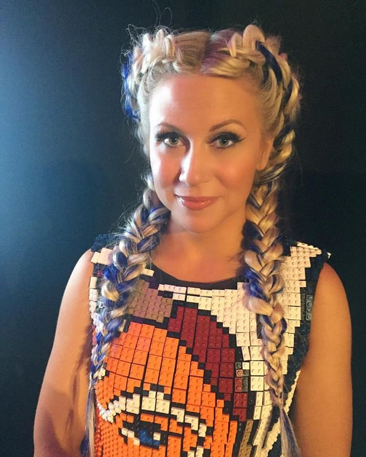 Ashley Eckstein looking awesome in her Ahsoka Tano dress made from Lego Bricks for #SDCC.