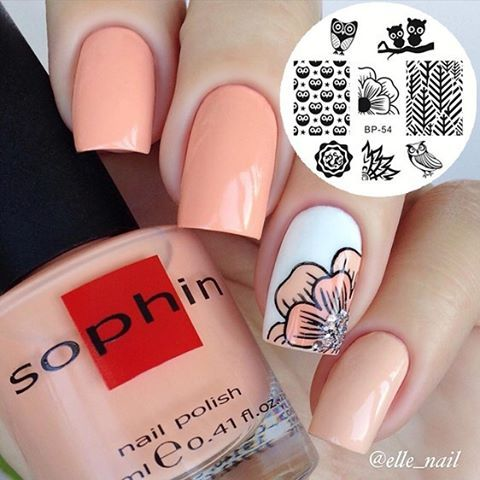 Simple gorgeous mani by @elle_nail Stamping plate ID#18797 Mid flower is super…