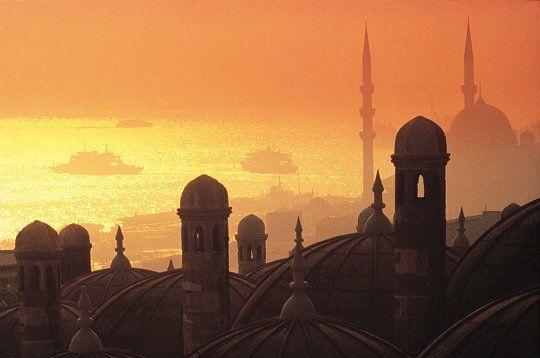 Istanbul, Turquie #city #trip #amazing #history #culture  http://www.terresdecharme.com/voyages/week-end-hotel-istanbul-sejour-turquie-voyage-sur-mesure/