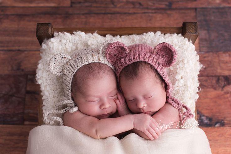 Amor de irmãos! Manuela e Luca, 26 dias  #newborntwins #twins #gemeas by…