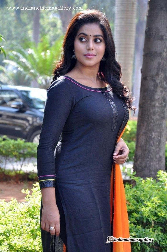 Shamna Kasim (Poorna) - Shamna Kasim (Poorna) Photos, Shamna Kasim (Poorna) Stills