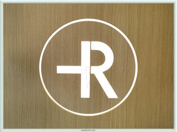 Logotipo Farmacia Rosario por Natalia Aires de Marketing-Jazz