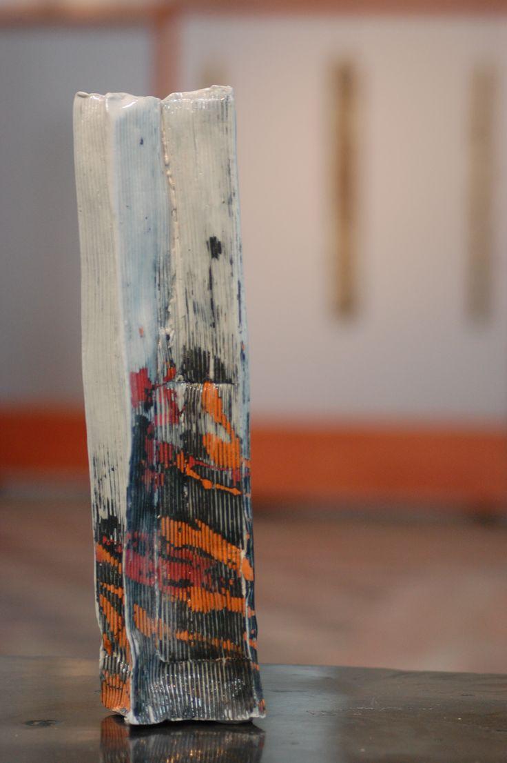 particolare intallazione RINASCITA - DOPO IL DOMANI - vaso in paper clay
