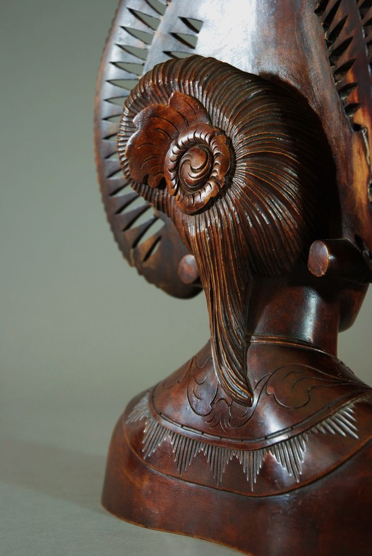 Mid 20thc carved bust of Balinese woman - picture 6