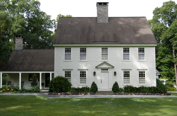 Best 25 colonial house exteriors ideas on pinterest for Colonial style trim