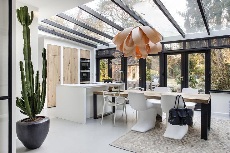 25 beste idee n over zwarte ramen alleen op pinterest zwarte kozijnen accordeondeuren en - Keuken in het oude huis ...