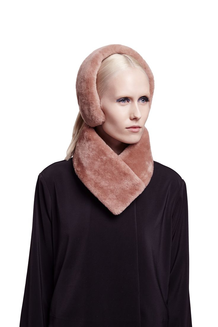 ONAR Cleo earmuff and Ofra collar in almond