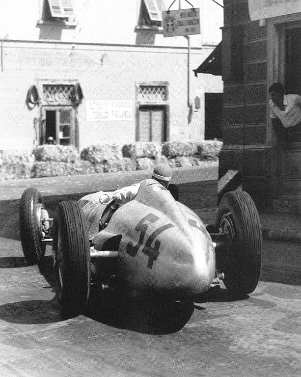 Manfred von Brauchitsch (n°54) su Mercedes-Benz W154. Montenero 1938