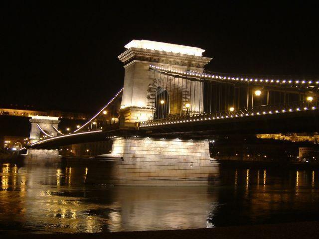 Chain-bridge in night
