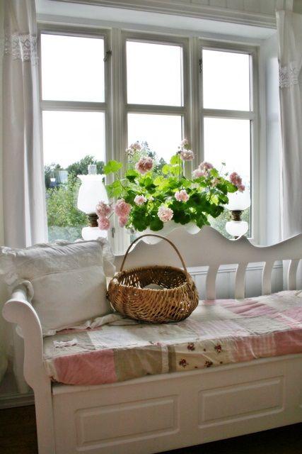 Fresh air, a cozy window seat, ah......VIBEKE DESIGN: Inspirert av rosa...