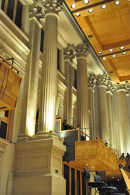 Sala São Paulo: todas as superfícies com irregularidades para proporcionar difusão do som na sala.