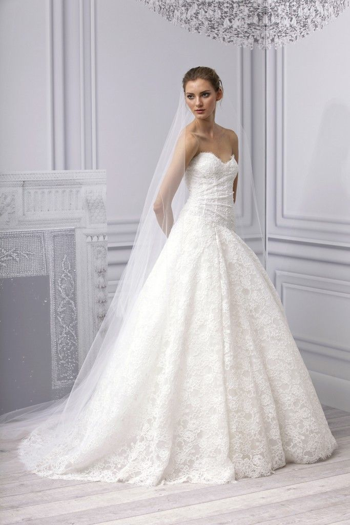 Stunning Spring wedding dress Monique Lhuillier bridal gown lace a line