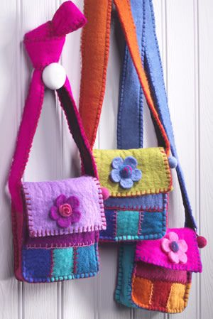 Felt side bag with daisy