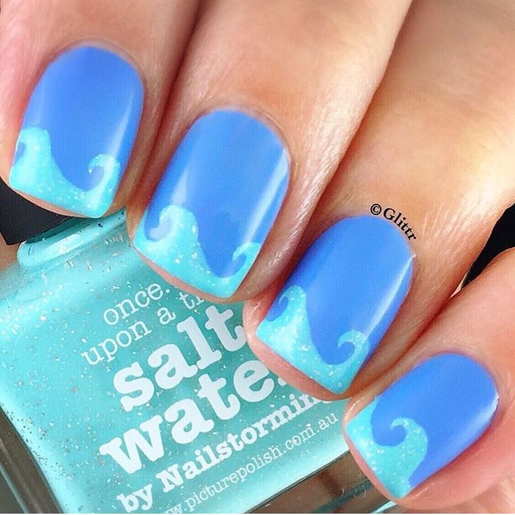 Fun mani by @glittr using our Beach Wave Nail Vinyls found at snailvinyls.com