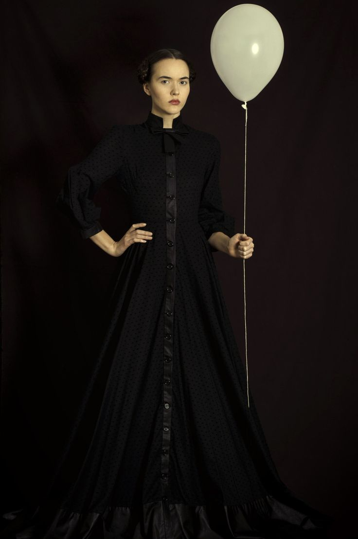 Photographer Romina Ressia has her stunning photographic collections in over 60 countries around the world. For more details on artist Romina Ressia, call today