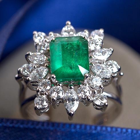 Inel cu smarald si diamante C068