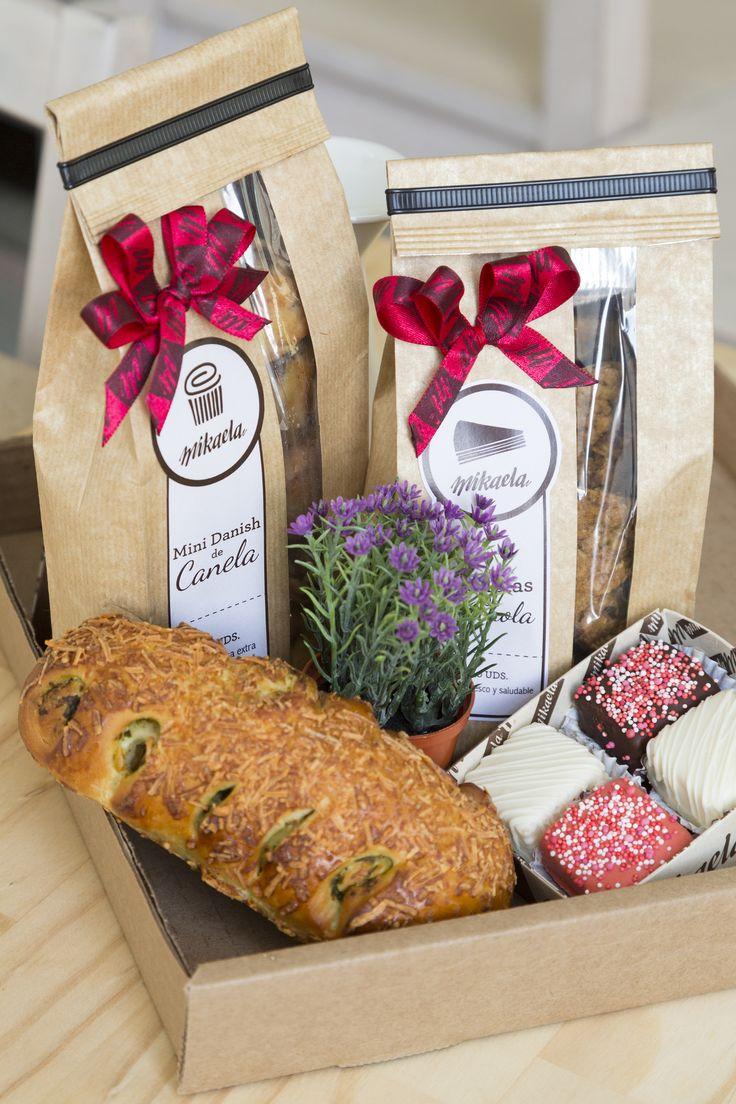 Ancheta del Jadrín: Riquísimas Galletas de Granola, deliciosos Chocolines o Canelines, exquisito pan Toscano Petit, tradicionales Mini Blondys Cubiertos y una hermosa materita para mamá!
