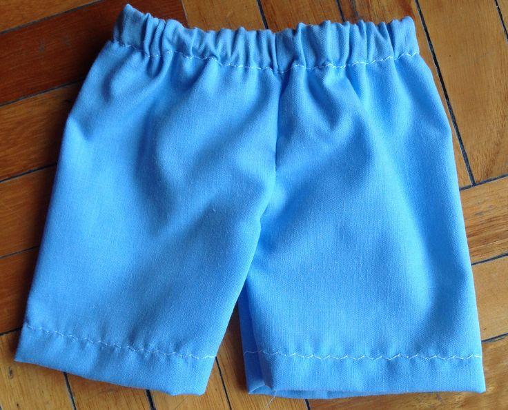 El short del conjunto para la muñeca. Tambien de http://www.theblueberrymoon.com/2010/06/first-nakey-baby-outfit.html