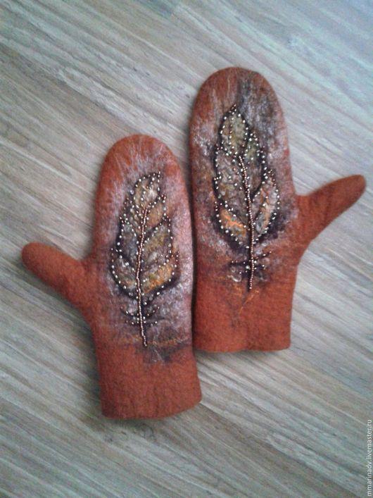 Валяные варежки `Пёрышки`, шерсть 100%. Авторская работа Марины Маховской. Аксессуары ручной работы.