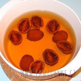 Čaj ze skořápek vlašských ořechů