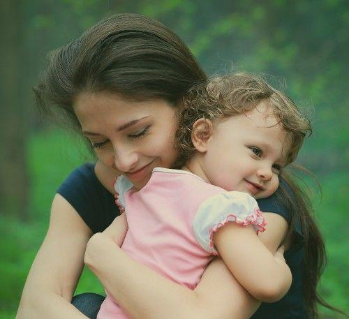 新事実!ママに「ハグされるのが多い」赤ちゃんに見られる驚きの特徴2つ   It Mama(イットママ)