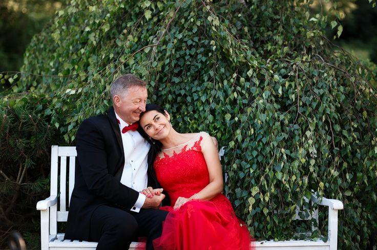sesja ślubna w ogrodzie ślub dworek nad regą