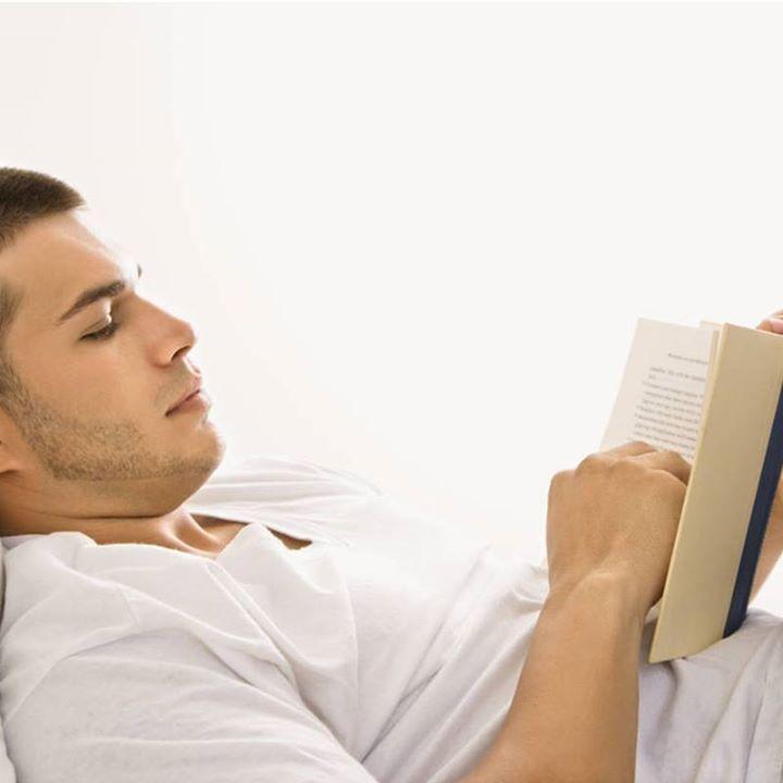 Kitap okurken, kitabın gözünüzden 30-40 cm'lik bir mesafede olmasına dikkat edin. Işık doğrudan gözünüze değil okuduğunuz kitaba gelmelidir. Okuma sırasında ara ara gözlerinizi dinlendirmeyi ihmal etmeyin.  #kudretgoz #goz #hastane #saglik #turkiye #turkey