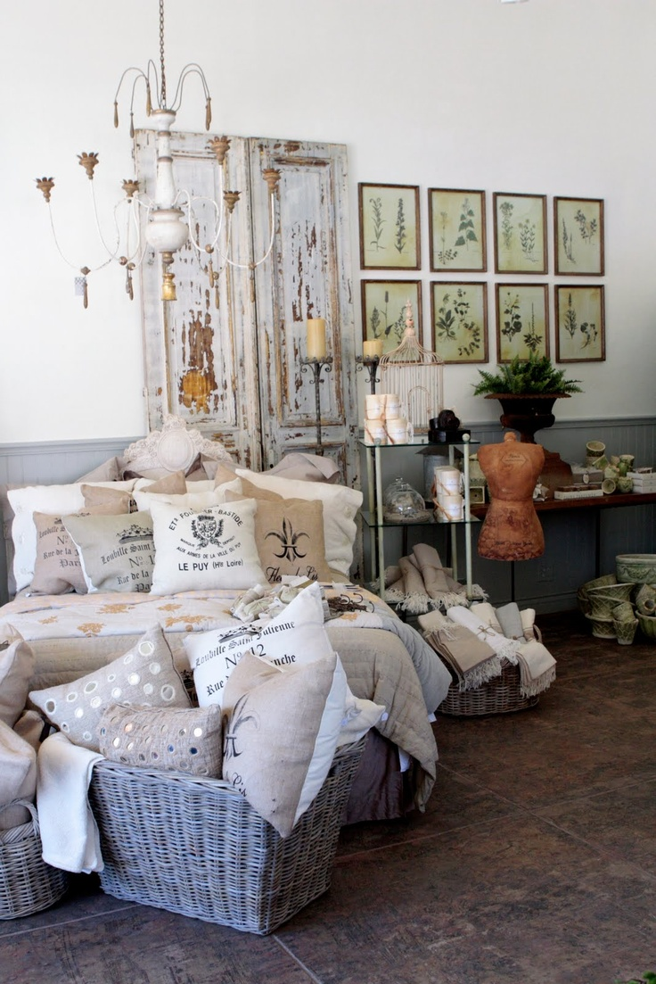 the apothecary room.Apothecaries Chic, Guest Room, French Room, Apothecaries Room, Accent Pillowson, Interiors Design, French Country, Rolls Green, Apothecaries Jars