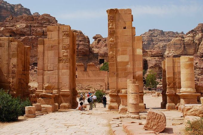 Petra : A Historical And Archaeological City