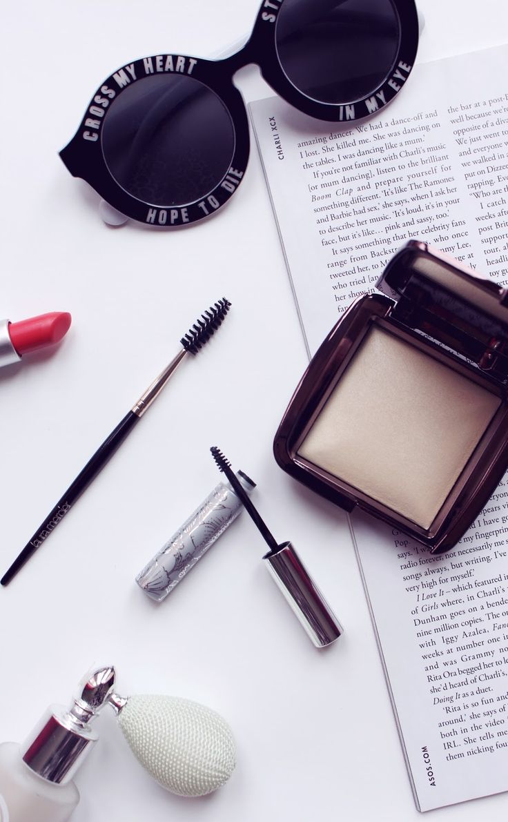 I've hauled a little bit of beauty and makeup bits from John Lewis. Hourglass Ambient Lighting Powder, Clinique Bottom Lash Mascara and a Laura Mercier Brow Brush!