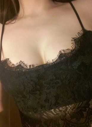 #vintedpl http://www.vinted.pl/damska-odziez/biustonosze/16134260-czarny-koronkowy-bralet-top-m-l-80c-80d-sexy-biustonosz