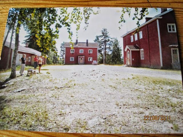 Vääräkosken koulun asuntolassa asutaan yhä.  Ulkorakennus on huonokuntoinen.