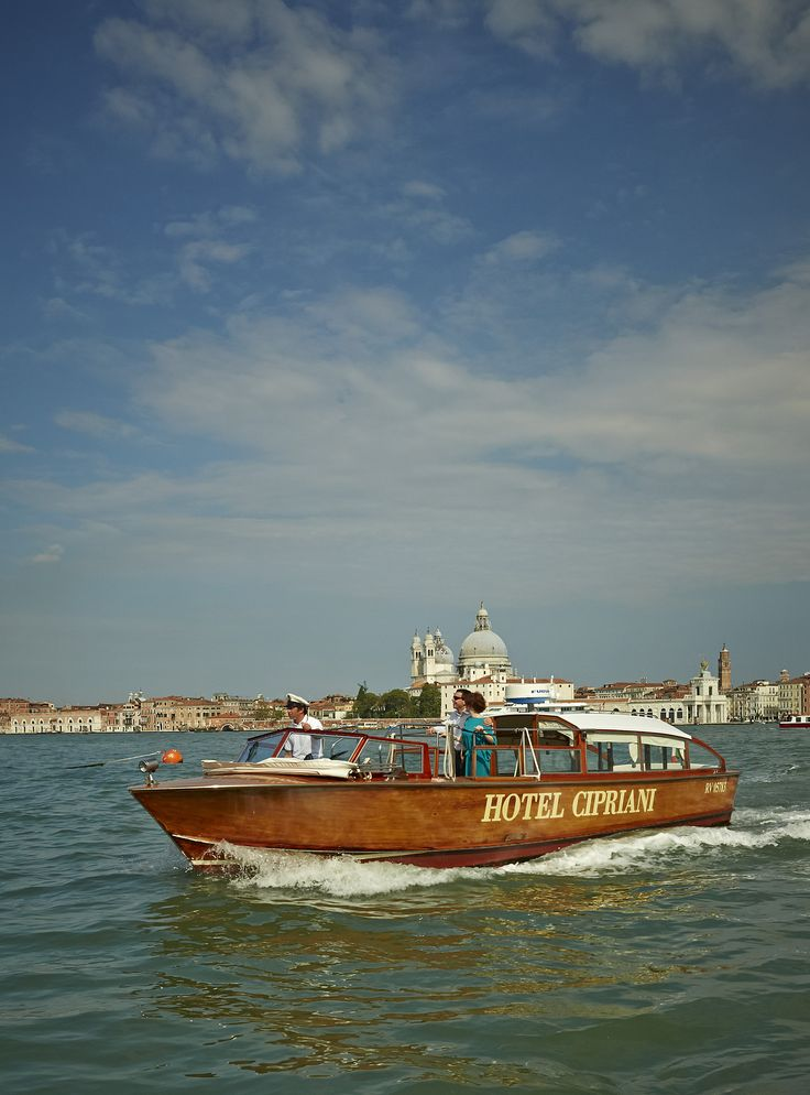 Make your glamorous entrance at Belmond Hotel Cipriani with our complimentary shuttle service to and from St. Mark's