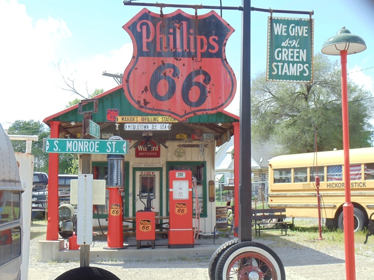 Vintage Gas Station along #Route66 - Springfield, IL
