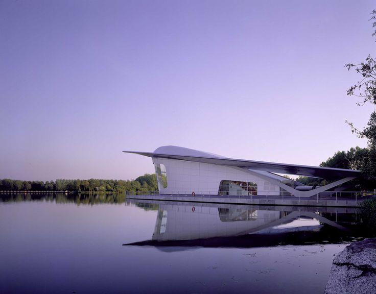 Airplane - Asymptote, Haarlemmermeer Paviljoen voor Floriade 2002. Toen ik dit op 12 jarige leeftijd voor het eerst zag tijdens de Floriade ben ik me gaan interesseren voor de schoonheid van architectuur