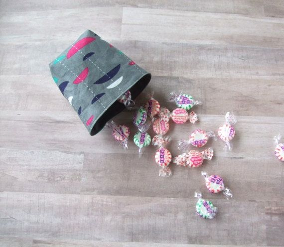 mini Fabric Basket  reversible fabric container by SkinnyBugStudio #fabricbasket #reversible #candydish #teabagorganizer #nurserydecor #homedecor