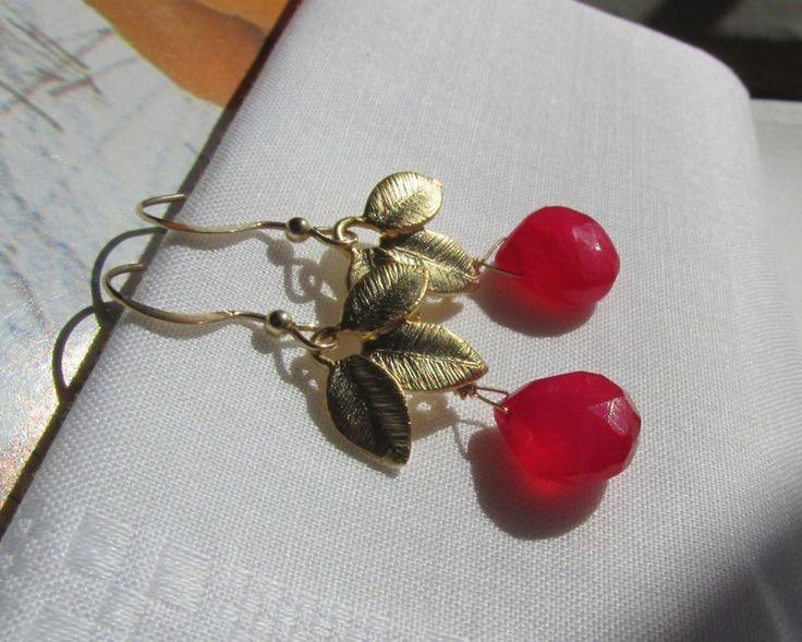 14k fuchsia chalcedoon blad oorbellen gold filled van atelierkannenberg op DaWanda.com