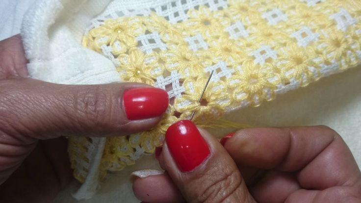 Beth's Artês - Pregando pérolas na toalha de flor
