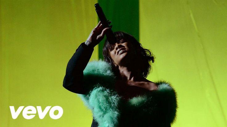 Rihanna - Love On The Brain (Live From the 2016 Billboard Music Awards)