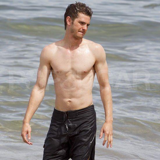 Andrew-Garfield-Garrett-Hedlund-Shirtless-Pictures-Hawaii.jpg (550×550)