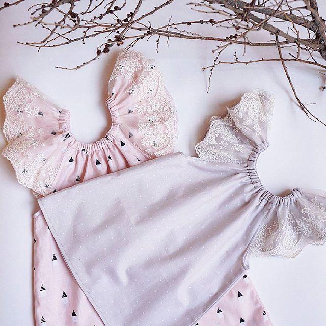 Платье - вот, что нужно настоящей девочке Розовая ткань с домиками теперь пользуется у заказчиц заслуженным спросом, наряду, с самыми популярными у нас горошками на нежно-сером. Цена 1100 руб. Шьём на любой возраст. Отправляем 1 классом почты России за 200 руб. ✈