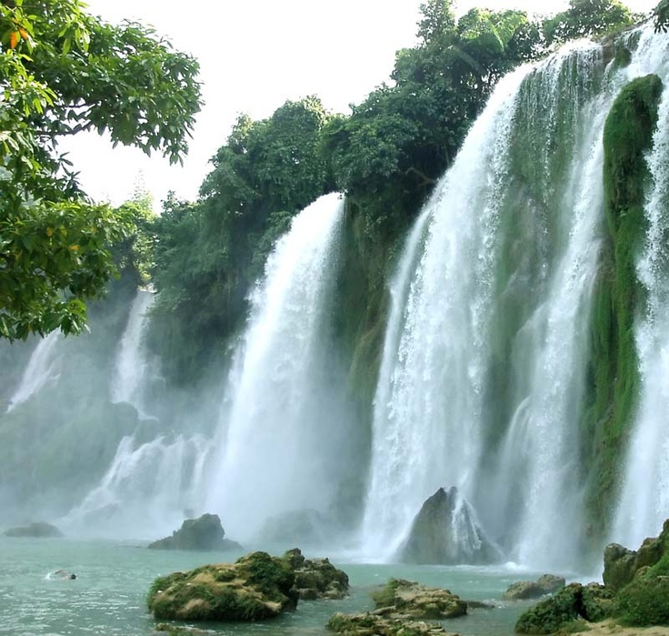 the waterfall effect of vietnam Ban gioc waterfall is now an attractive beauty spot for national and international visitors travelling some 272 km from hanoi, you will rea ban gioc waterfall – the largest one in vietnam.