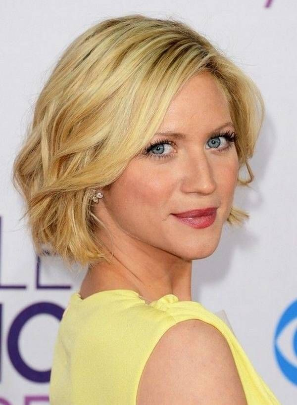 Short Layered Haircuts Ideas for Women 2015 http://www.gbtyl.com/short-layered-haircuts-ideas.html #ShortLayered #HaircutsIdeas #forWomen2015