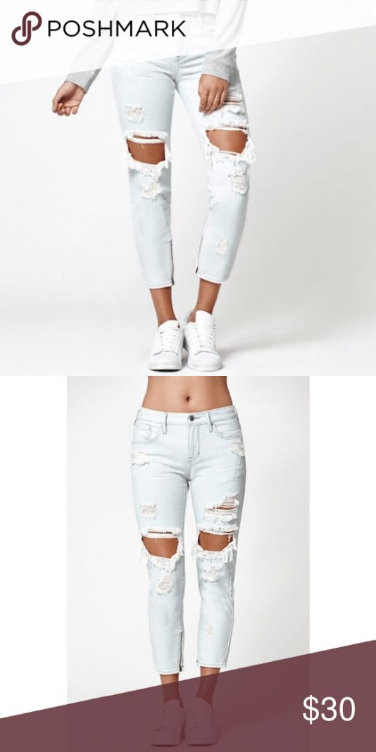 Flash sale! Kendall & Kylie Ankled Zip Ripped Boyf Kendall & Kylie Ankled Zip Ripped Girlfriend Jeans. Size 25. Great condition. Inseam 26 inches. Ken…
