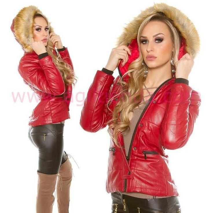 """#Chic #cazadora @mujer #diseño invernal con #capucha con #pelos y tejido calido e #impermeable y #brillante con detalles #originales que dan a tu #look #diario un #efecto #joven #sensual y #sofisticado para #complementar esta #chaqueta con todo tu #armario . Encuentrala en """"Abrigos y Chaquetas"""" de http://www.agiltienda.com/es/home/2568-chaqueta-brillante-con-capucha.html #shop #online #taradell @agiltienda.es"""